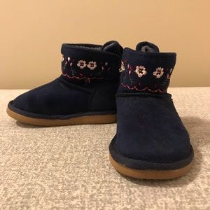 Winter toddler boots size 6.